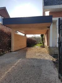 Abritez votre parking avec un carport, le bois sublime votre jardin ainsi que votre habitation